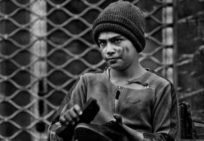 شوی مشمئز کننده مدیرعامل منطقه آزاد قشم با یک کودک کار