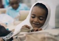 فیلم | خنده های شیرین دختر سیستانی بعد از تحویل نوشت افزار