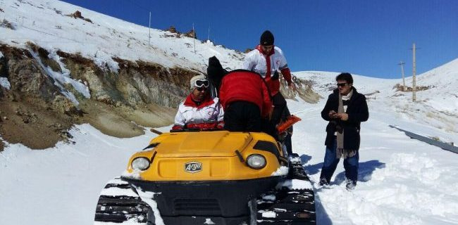امدادرسانی به سرنشینان ۳۲۳ خودروی گرفتار در برف و کولاک