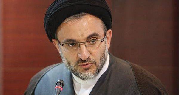 علم باید مانند دوران موقوفه «ربع رشیدی» به زبان فارسی از ایران منتقل شود
