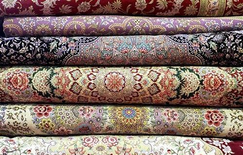 نیکوکار اصفهانی ۵۳ تخته فرش برای جهیزیه به نوعروسان نیازمند کمک کرد