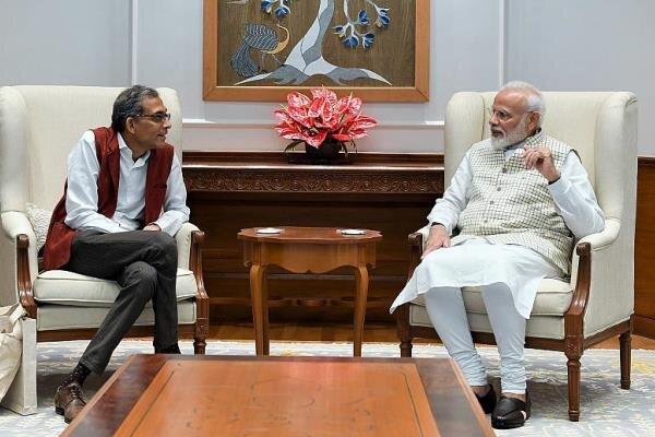 آبیجیت بانرجی و مودی نخست وزیر هند