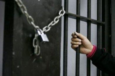 مادر جوان به خاطر ۵ میلیون تومان بدهی اجاره خانه ، روانه زندان شده بود !