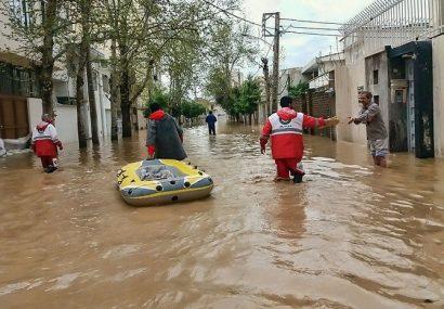تلاش ۶۸ تیم عملیاتی هلال احمر برای امدادرسانی به حادثه دیدگان سیل و کولاک