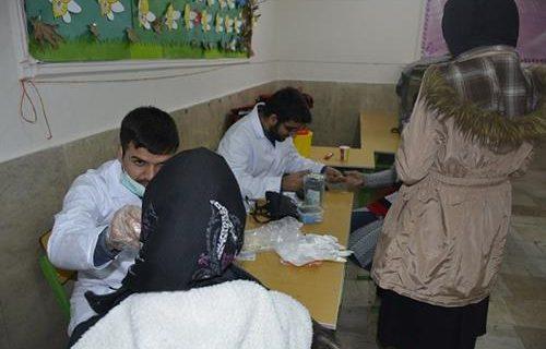 ویزیت رایگان مددجویان کمیته امداد در محله دولت خواه تهران توسط گروه جهادی شهید کاظمی