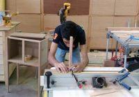 اشتغال زایی مددجوی شاهرودی با راه اندازی کارگاه کابینت سازی