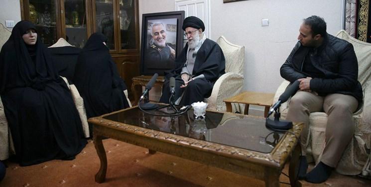 حضور رهبر انقلاب در منزل سردار شهید سپهبد سلیمانی