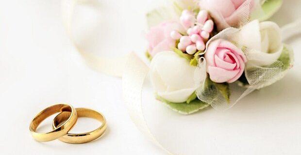 زوج جوان نیکوکار فیش حج خود را صرف کمک به ازدواج ۵ زوج دیگر کردند