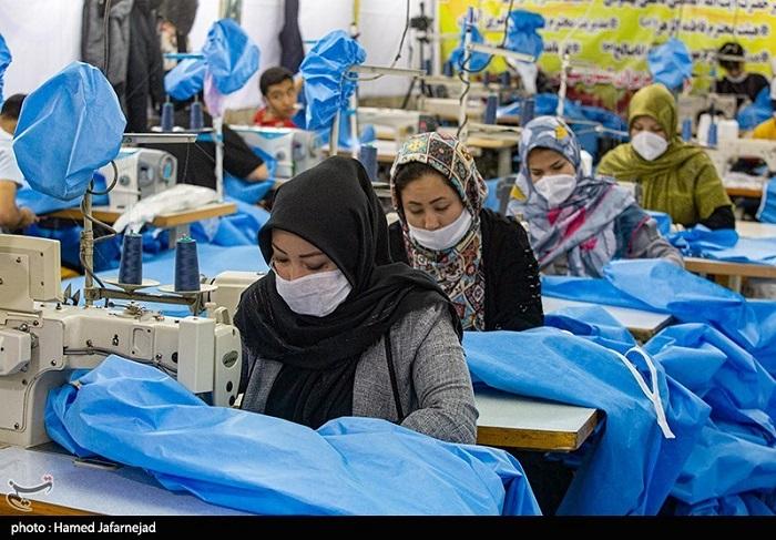 جهادگران افغانستانی روزانه ۱۰۰۰ گان برای بیمارستانهای ایران تولید میکنند | گزارش تصویری